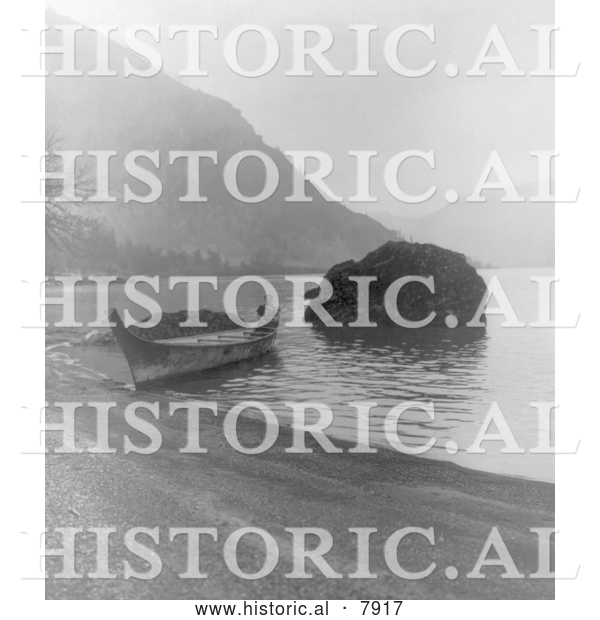 Historical Photo of Chinook Canoe 1910 - Black and White